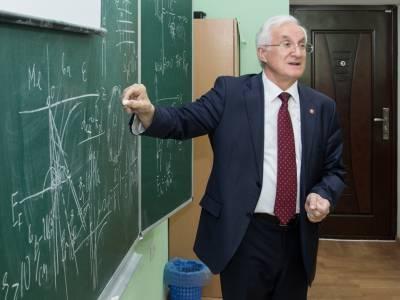 Профессор Степан Берил представил коллегам научную работу коллектива ученых физико-математического факультета