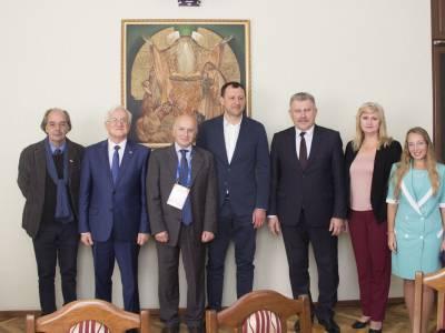 Ректор провел встречу с профессором университета Генуи