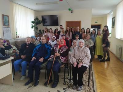 Студенты-волонтеры побывали в доме-интернате для престарелых