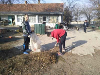 Студенты АТФ помогают животным