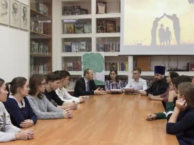 Проблемы многодетных семей обсудили на встрече в Русском центре