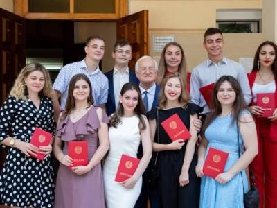 В ПГУ чествовали выпускников-отличников