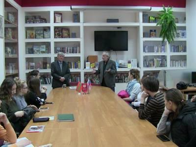 В Русском центре прошла встреча с писателем Валерием Кожушняном